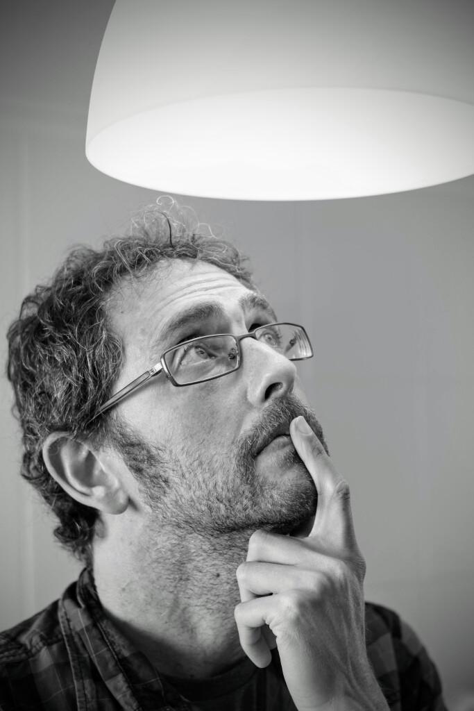Carlos Izquierdo luz